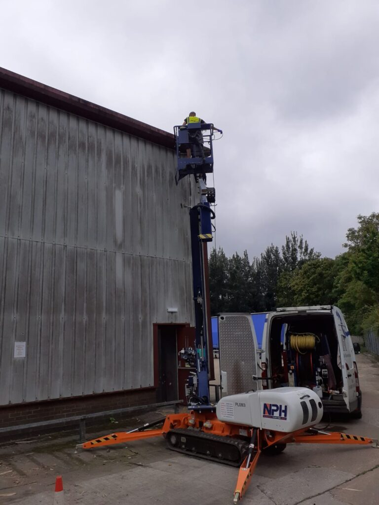 gutter cleaning of an industrial unit